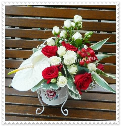 Aranjamente florale- trandafiri si miniroze.7114
